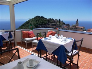 places to stay in amalfi: L'Arabesco B&B