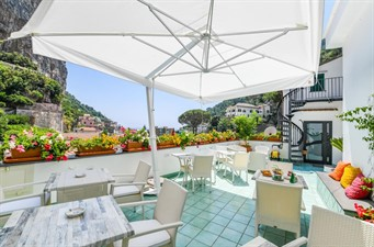 bed and breakfast amalfi vicino al mare: VALLE D'AMALFI SUITES